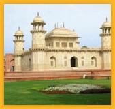 Tombeau de l'Itmad-Ud-Daulah, mausolée moghol d'Agra dans l'état indien de l'Uttar Pradesh