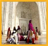 Indiens devant le Taj Mahal